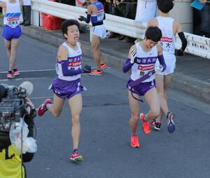 駒大1区・片西景(左)