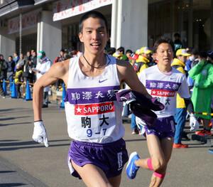 駒大7区・工藤有生(左)