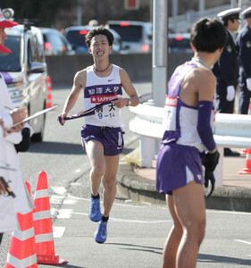 駒大8区・白頭徹也(左)