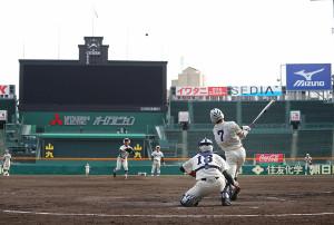 甲子園球場で練習をする市和歌山ナイン(カメラ・義村 治子)