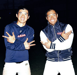 ラップが趣味の山梨学院・野村(右)と椙浦