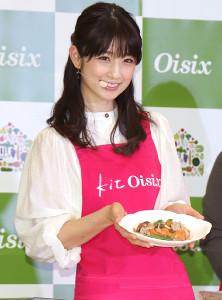 再婚後初の公の場に登場した小倉優子