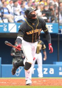 3回2死、右越え二塁打を放った阪神・糸井