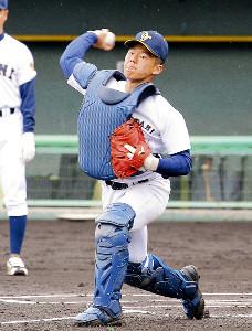 甲子園練習前の練習で機敏な動きをみせた札幌大谷・飯田