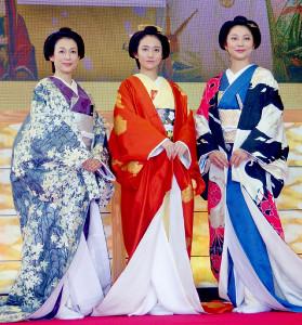 ドラマ「大奥 最終章」記者会見に出席した(左から)鈴木保奈美、木村文乃、小池栄子