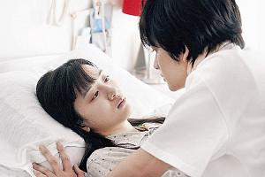永野と北村匠海がダブル主演した映画「君は月夜に光り輝く」の一場面