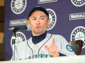 試合後会見し、現役引退を発表したイチロー(カメラ・竜田 卓)