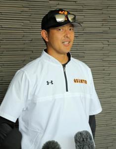 練習後、マリナーズ時代にともにプレーしたイチローの引退について語った岩隈久志(カメラ・泉 貫太)