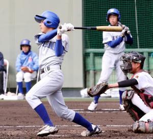 準決勝でランニング本塁打を放った龍野・小倉