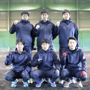 七十七銀行の入社内定選手。前列左から細川、佐野、田下。後列左から湯浅、森、和田