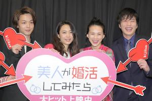舞台挨拶に登場した出演者達(左から)中村倫也、黒川芽以、臼田あさ美、田中圭