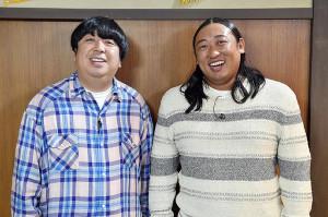 MCを務めるバナナマン日村(左)とロバート秋山(C)TBS