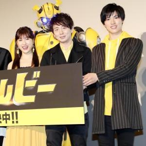 舞台あいさつに臨む吹き替えを務めた(左から)土屋太鳳、木村良平、土屋神葉