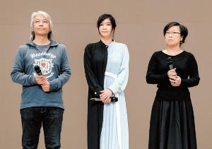 八丈島での特別試写会にサプライズ登場した篠原涼子