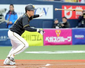 2回1死満塁、阪神・西が中前適時打
