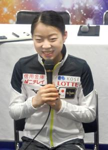 世界選手権を終えて、取材に応じる紀平梨花