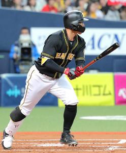 2回1死満塁、糸井は走者一掃の適時二塁打を放つ