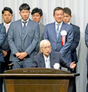 挨拶した渡辺恒雄・読売新聞グループ本社代表取締役主筆