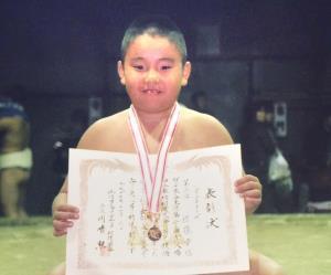 相撲大会で表彰された小学3年生の貴景勝