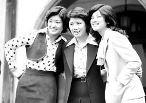 「花の中3トリオ」と呼ばれた(左から)山口百恵さん、森昌子、桜田淳子(77年)