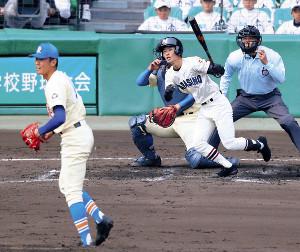 4回2死一、二塁、習志野・竹縄が右前適時打を放つ(投手は星稜・奥川)