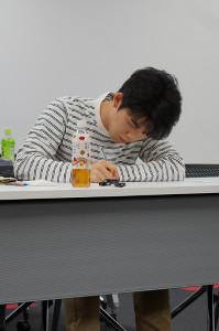 詰将棋解答選手権第1ラウンドの1問目に取り組む藤井聡太七段