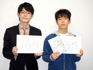 5連覇を達成した藤井聡太七段(右)と準優勝の斎藤慎太郎王座