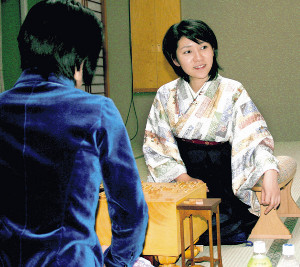 清水市代女流名人(当時)に勝利した矢内(2006年1月、第32期女流名人位戦5番勝負第1局)
