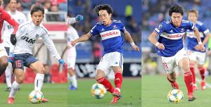 (左から)F東京・久保、横浜M・三好、遠藤