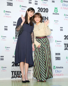 新川優愛(左)と平祐奈
