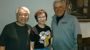サニー・オノオ氏、マサ斎藤さん夫人の斎藤倫子さんとエリック・ビショフ氏(右)