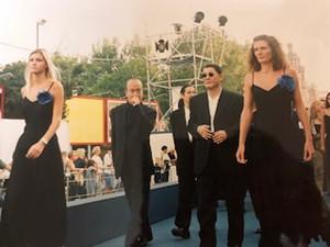 1997年のベネチア映画祭での「HANA―BI」公式上映の際、堂々と入場する北野武監督たち