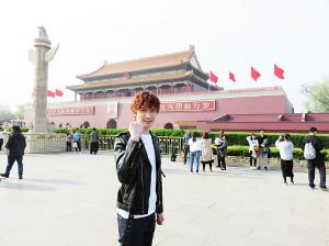 北京の天安門広場を訪れたジェシー