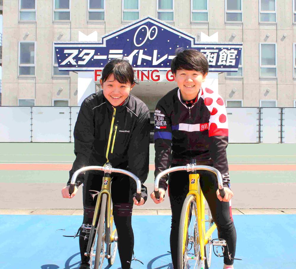 ホワイトガールズプロジェクト第4期生として夢を追う訓練生の堀田さん(左)と蛯原さん