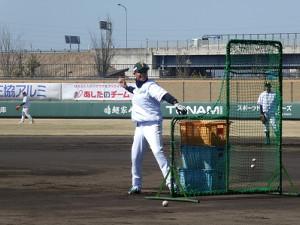 オープン戦の時から、試合前には打撃投手を務めている