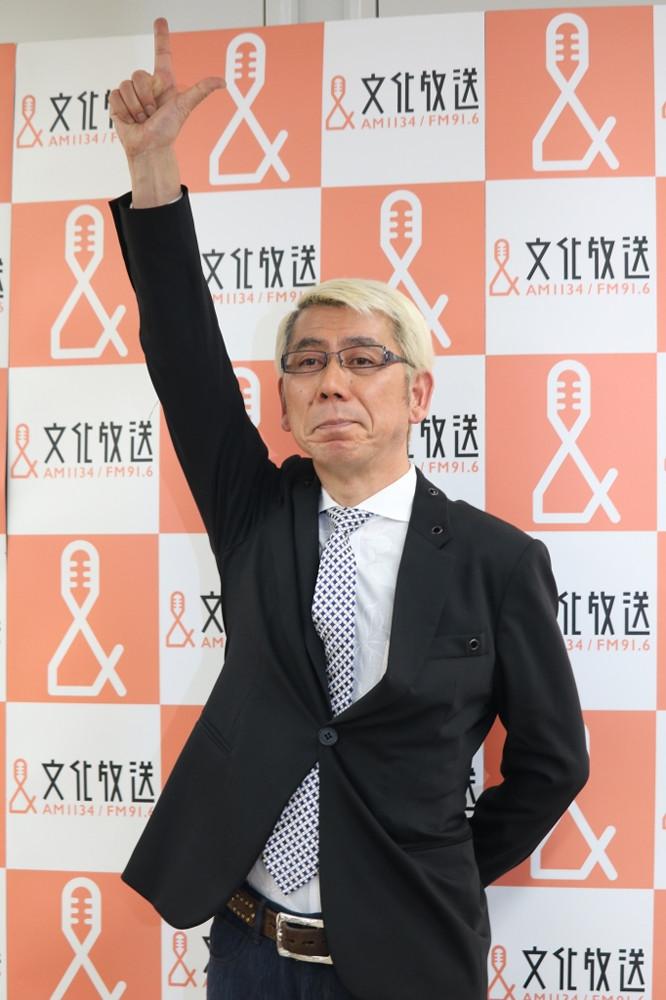ラジオマン生活45年の吉田照美は新時代・令和に向けて気合のポーズ