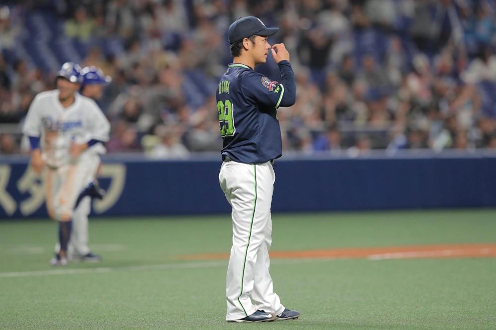 4回1死一塁、勝ち越し2ランを許した小川泰弘