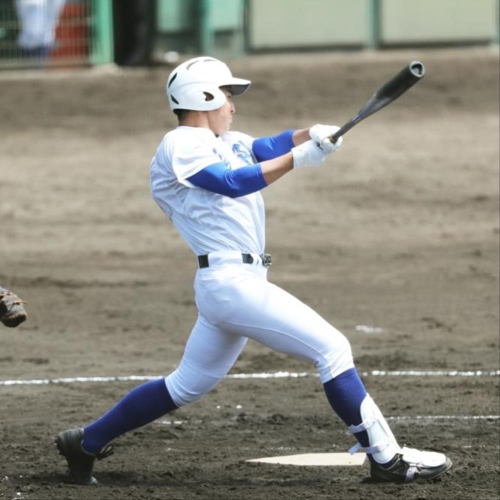 筑陽学園の新4番・福岡大真が佐賀商戦の初回、適時二塁打を放つ