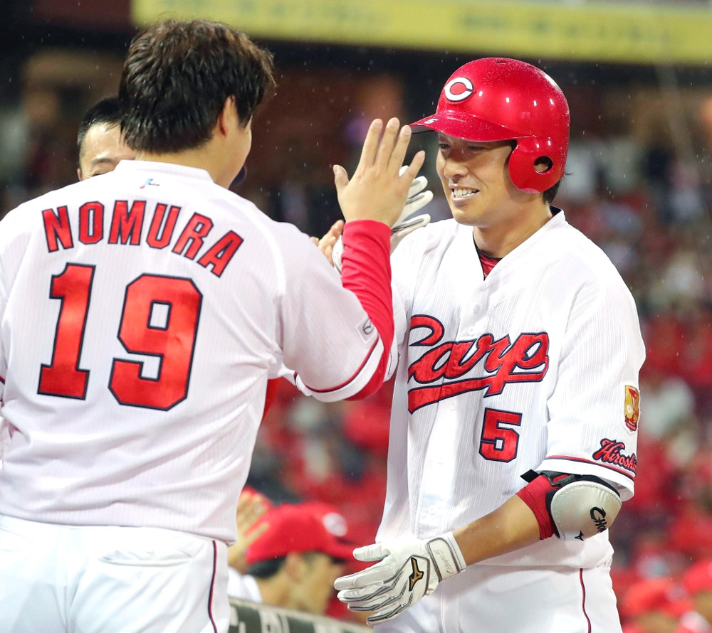 3回無死、2者連続となる右越えソロ本塁打を放った長野