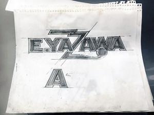 「E.YAZAWA」のロゴマークの作者・竹内宏一氏が描き下ろした直筆のデザイン