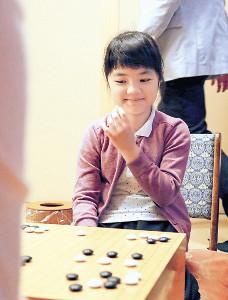 非公式戦ながら、プロ棋戦で初勝利を挙げた仲邑菫初段(カメラ・渡辺 了文)