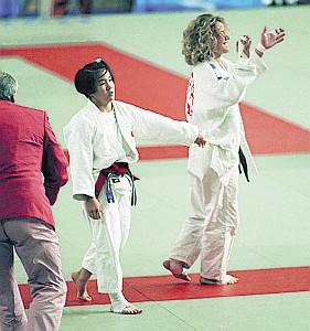バルセロナ五輪決勝でノワク(右)に敗れた田村