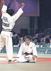 アトランタ五輪決勝でケー・スンヒ(左)に敗れ放心状態の田村