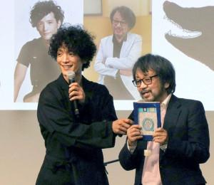 イベントに参加した渡部豪太(左)と原作者・きむらゆういち氏