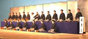 吉原雀を披露する杵屋勝之弥門弟(上段左から7人目が山田邦子こと杵屋勝之邦)