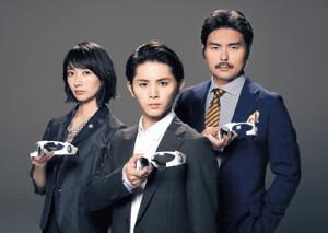 スペシャルドラマでエリート3きょうだいとして再タッグを組む(左から)波瑠、山田涼介、小澤征悦