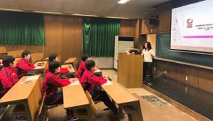 日本競輪選手養成所で候補生に講義を行う目黒さん