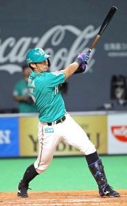 3回無死一塁、左中間に適時二塁打を放つ大田