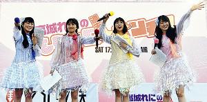 公開生放送を行ったももいろクローバーZの(左から)高城れに、百田夏菜子、玉井詩織、佐々木彩夏