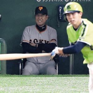 4回2死満塁、太田に左前2点適時打を打たれ、顔をしかめるベンチの原監督(カメラ・関口 俊明)